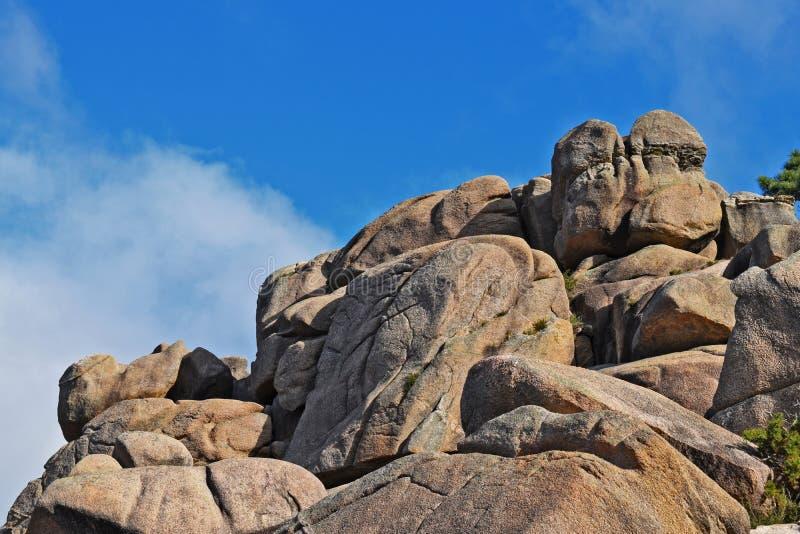 山的桃红色花岗岩岩石 免版税库存图片