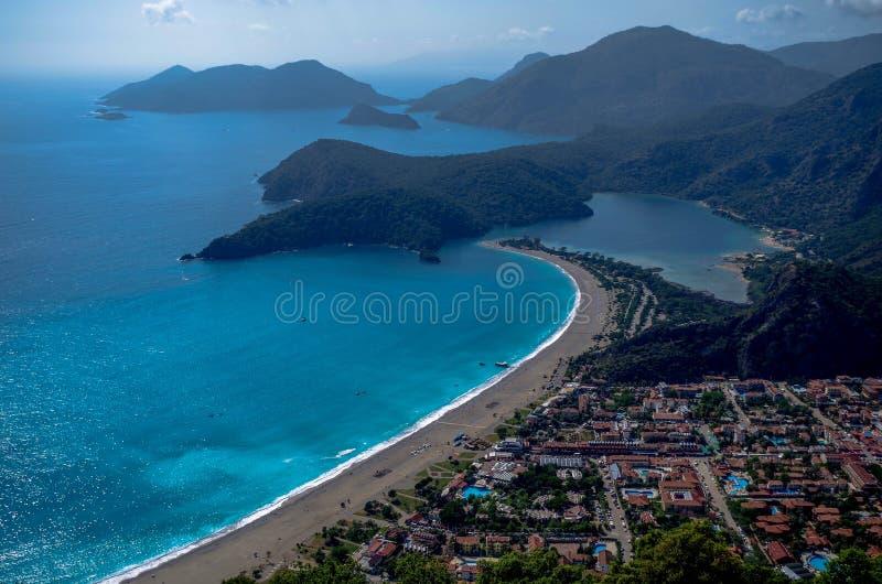 从山的海视图 库存照片