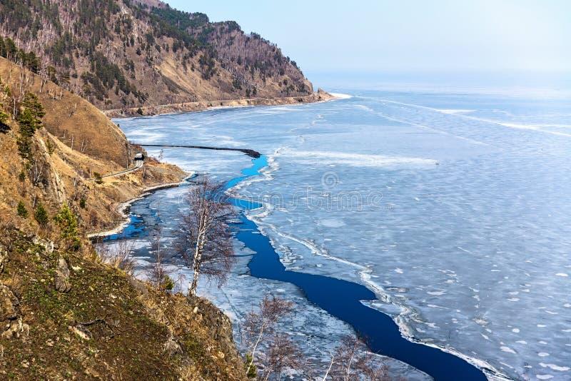 从山的看法向贝加尔湖 免版税图库摄影