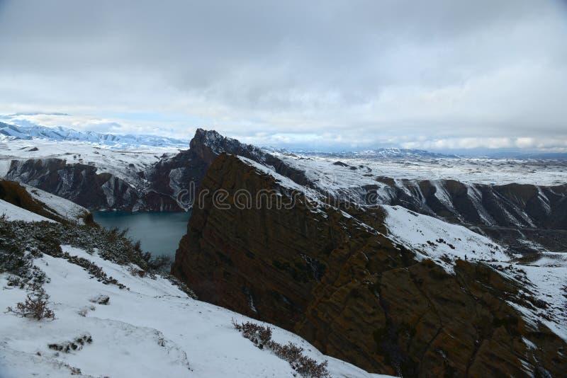 Download 山的缺点 库存照片. 图片 包括有 可能, 冬天, 摄影, 缺点, 挂接, 空白, 峭壁 - 62536534