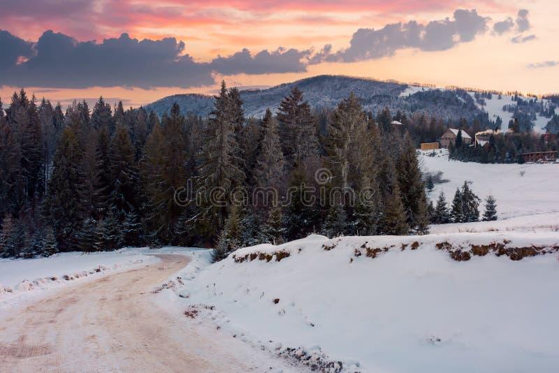 山的美妙的冬天乡下在黄昏 库存照片