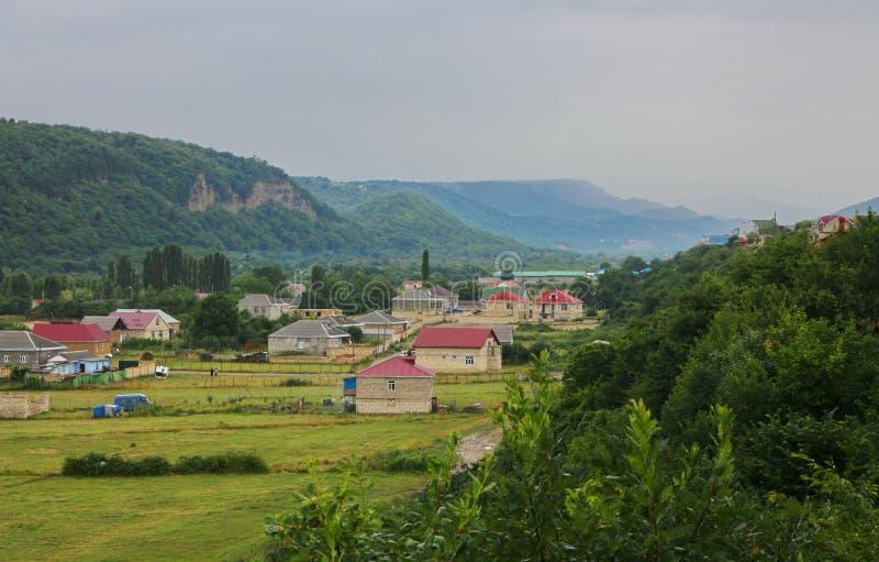 山的脚的村庄 免版税库存图片