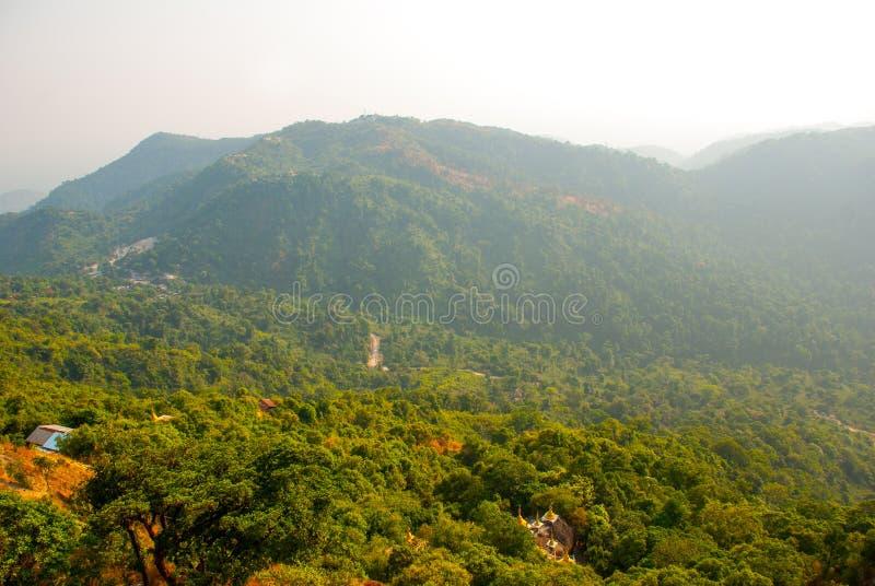 Download 从山的视图 缅甸 库存照片. 图片 包括有 宗教信仰, 神圣, 精神, 镇痛药, 的btu, 朝圣, 照亮 - 72361686