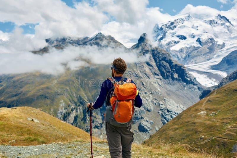 山的远足者 库存图片