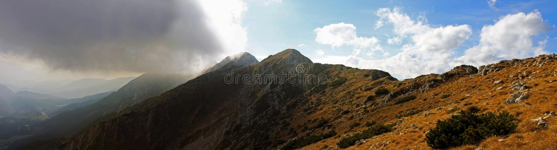 从山的顶端美丽的景色 免版税库存图片