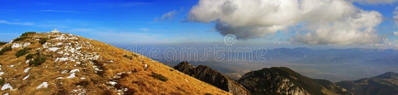 从山的顶端美丽的景色 免版税图库摄影