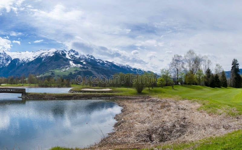 Download 山的高尔夫球场 库存图片. 图片 包括有 漏洞, 打高尔夫球的, 竞争, 高尔夫球运动员, 高尔夫球, 完美 - 72355641