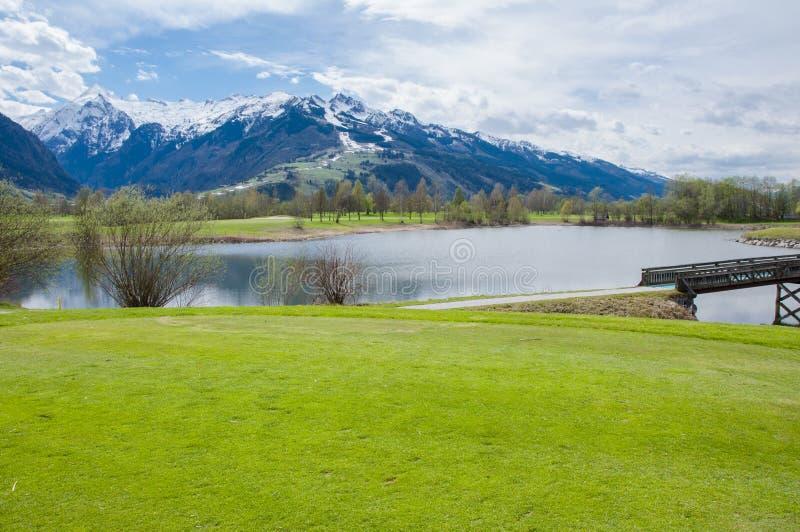 Download 山的高尔夫球场 库存图片. 图片 包括有 草甸, 安排, 高尔夫球运动员, 漏洞, 国家(地区), 地堡 - 72355939