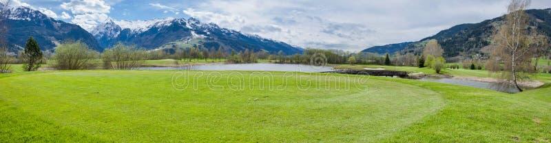 Download 山的高尔夫球场 库存照片. 图片 包括有 生活方式, 业余爱好, 比赛, 子弹带, 路线, 俱乐部, 全景 - 72356168