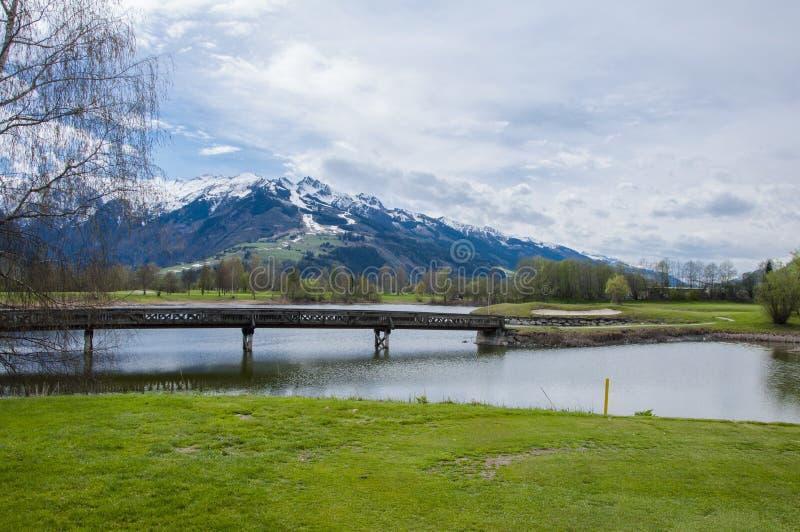Download 山的高尔夫球场 库存图片. 图片 包括有 beautifuler, 漏洞, 本质, 全景, 子弹带, 女演员 - 72356241