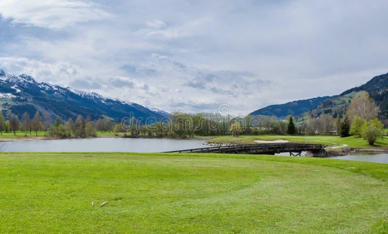 Download 山的高尔夫球场 库存图片. 图片 包括有 设备, 同水准, beautifuler, 草坪, 背包, 草甸 - 72356267