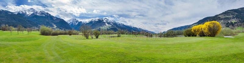 Download 山的高尔夫球场 库存图片. 图片 包括有 业余爱好, 草甸, 横向, 地堡, 路径, 比赛, 子弹带, 安排 - 72356471