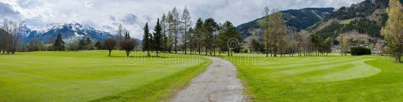 Download 山的高尔夫球场 库存图片. 图片 包括有 设备, 业余爱好, 路径, 草甸, 竞争, 安排, 国家(地区) - 72356489