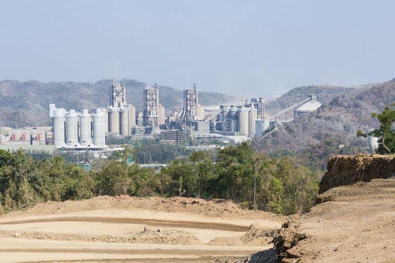 Download 山的水泥工厂 库存图片. 图片 包括有 商业, 工厂, 处理, 沙子, 复制, 行业, 产物, 管道, 进程 - 59106667