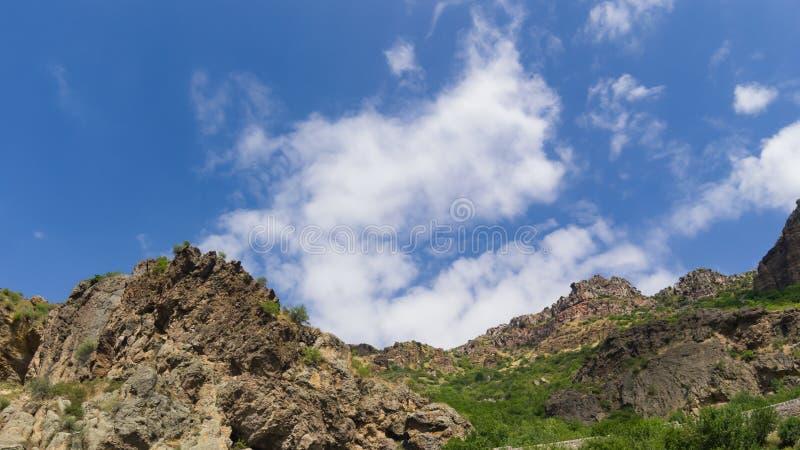 山看法在Geghard,亚美尼亚,选择聚焦环境美化 库存图片
