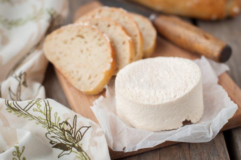 山羊乳干酪用面包 免版税库存照片