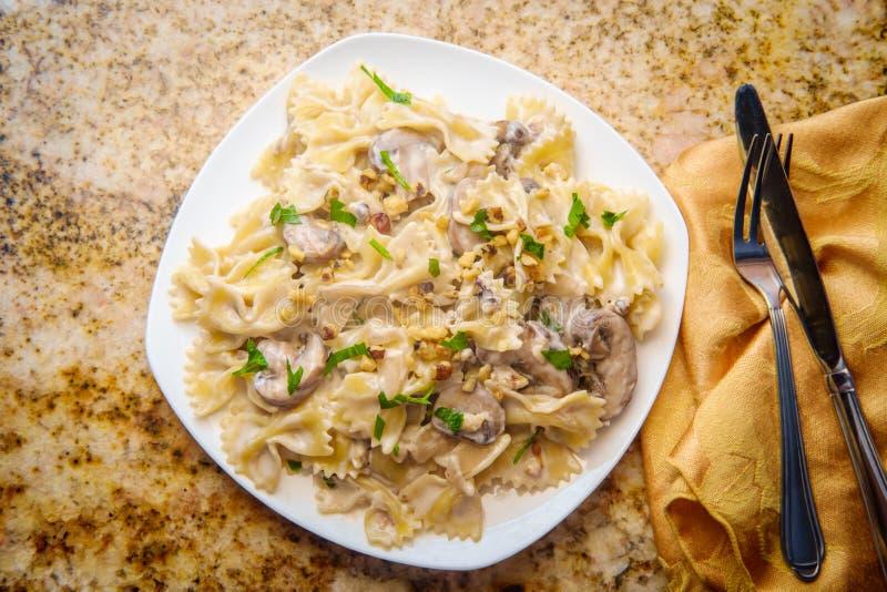 山羊乳干酪蘑菇沙拉酱肉 免版税图库摄影