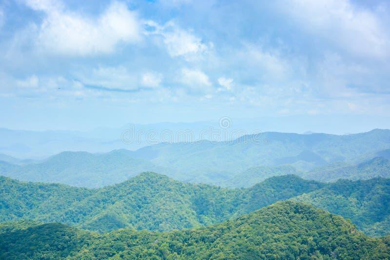 山脉风景在春天 库存图片
