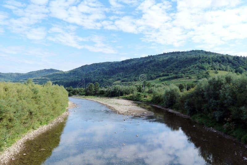 山脉` Skolivski Beskydy `在Skole附近镇的乌克兰喀尔巴汗在利沃夫州地区 乌克兰 免版税库存照片