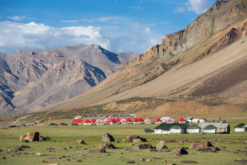 山谷的美好的风景在Sarchu阵营逗留的在拉达克 免版税图库摄影