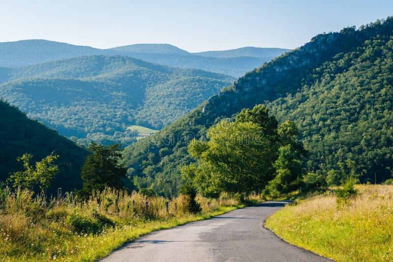 山路和看法在西维吉尼亚农村波托马克高地的  库存图片