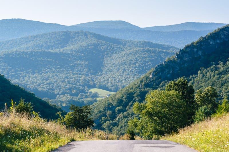 山路和看法在西维吉尼亚农村波托马克高地的  免版税图库摄影