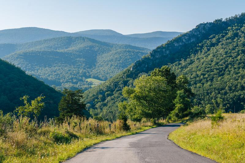 山路和看法在西维吉尼亚农村波托马克高地的  免版税库存图片