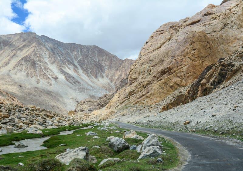山路在拉达克,北印度 图库摄影