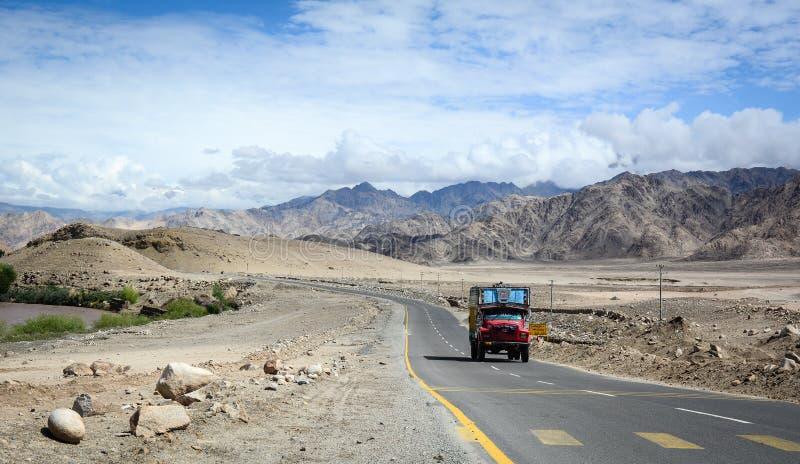 山路在拉达克,印度 库存照片