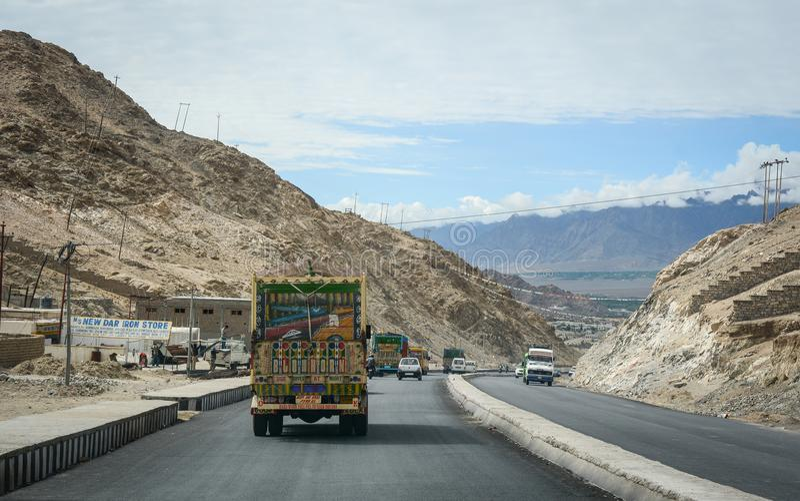 山路在拉达克,印度 免版税库存图片