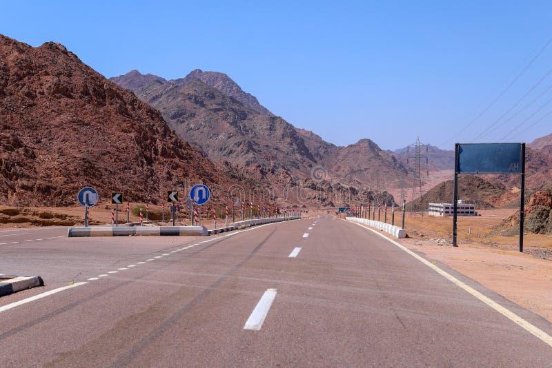 ?? 山路在西奈沙漠 免版税库存图片