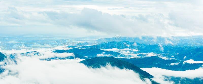山路在(phu tubberk)在Phu Hin荣Kla国民同水准 库存图片