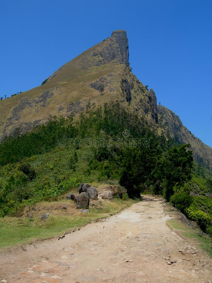 山路风景 山山谷路风景 天空蔚蓝在山谷 免版税库存照片