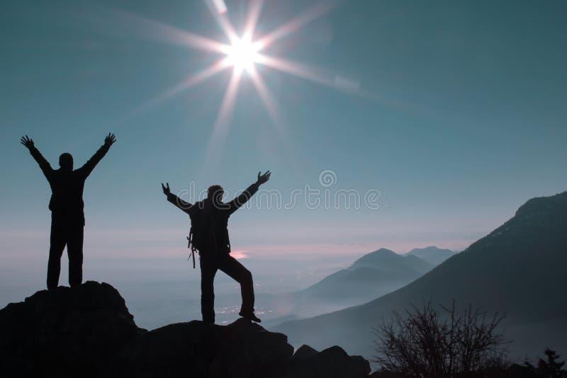 山顶的登山家 库存照片