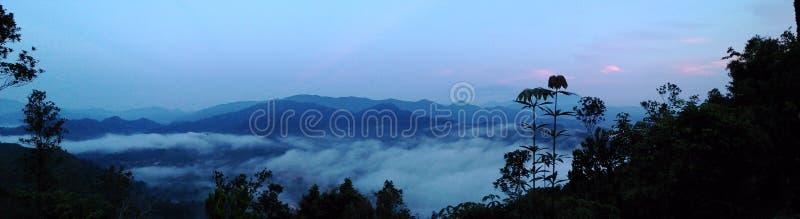 登山顶视图lembing云彩的sungai 库存图片