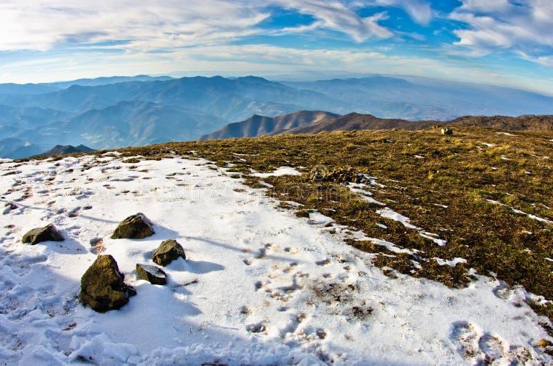 山风景在早期的春天,登上Stolovi 免版税库存图片