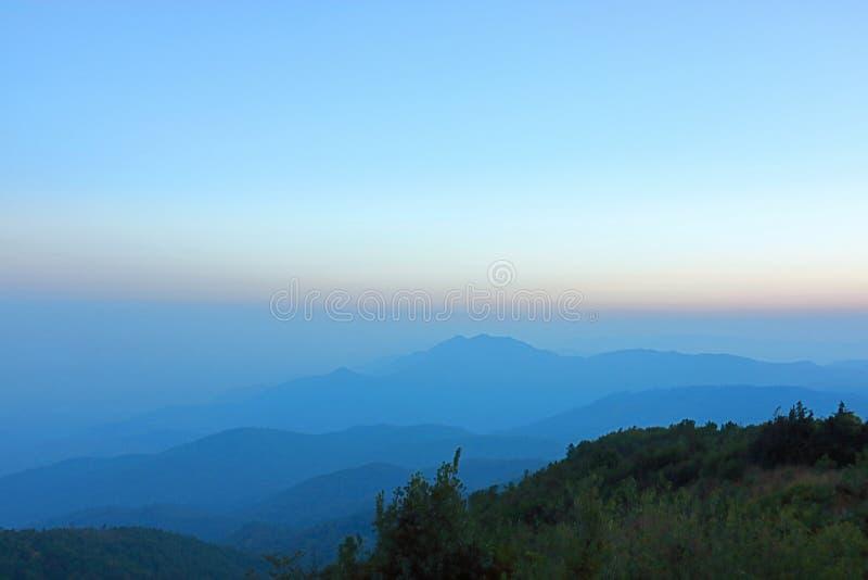 山风景美好的层数在土井inthanon,清迈,泰国的 免版税库存图片