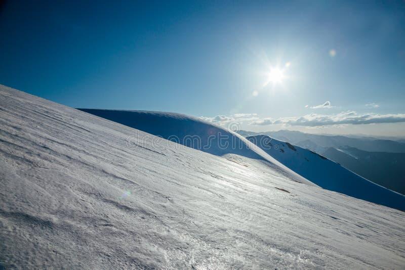 山风景,多雪的山峰, Arkhyz,白种人山,俄罗斯 库存照片