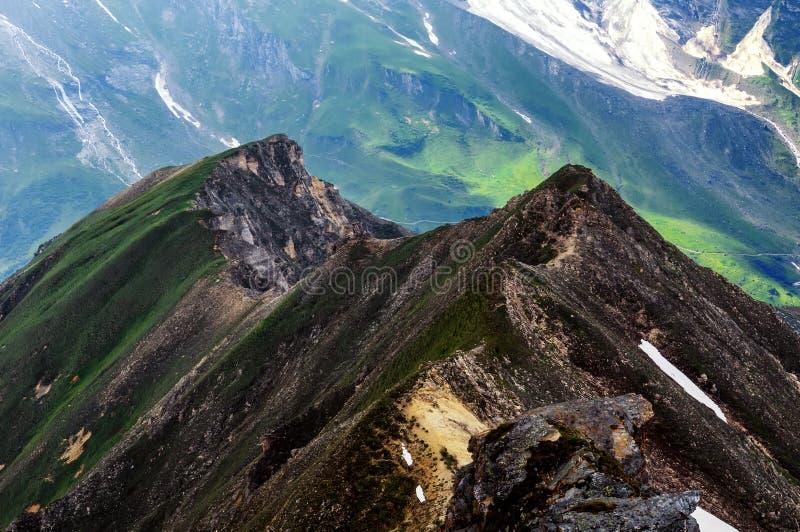 山风景细节  在大格洛克纳山高高山路的美好的春天视图 库存图片