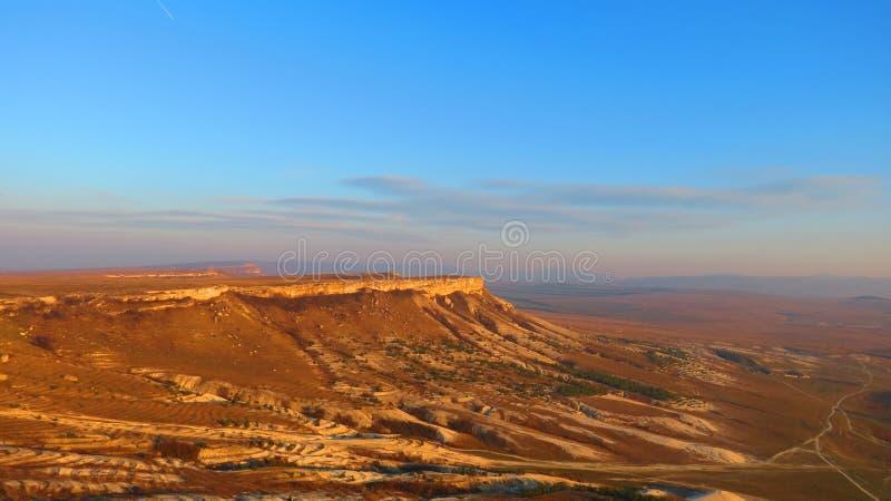 山高原在沙漠 免版税库存照片