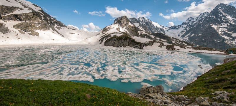 山,湖,旅行,高加索的秀丽 图库摄影