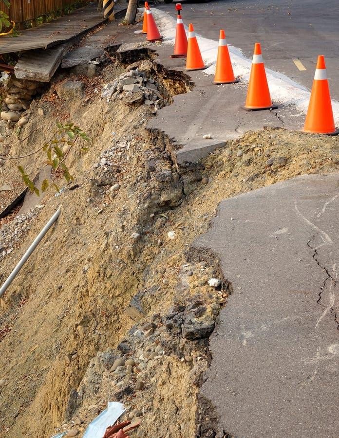 山崩损坏的路 库存图片