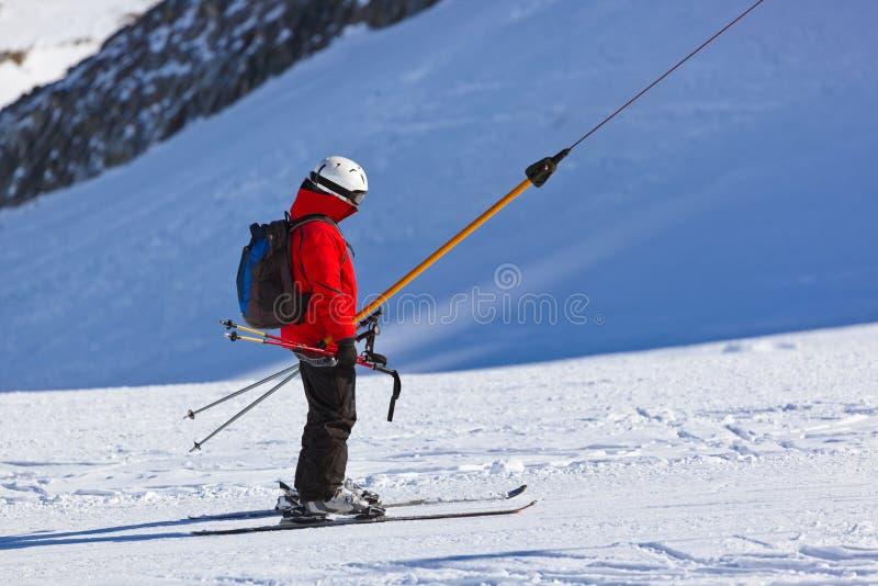 山滑雪胜地的因斯布鲁克-奥地利滑雪者 库存图片