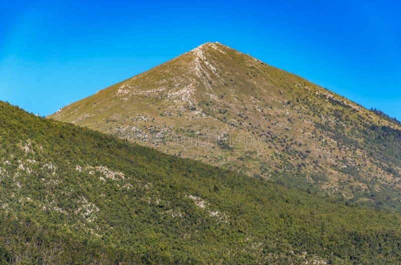 山Rtanj在塞尔维亚 免版税库存照片