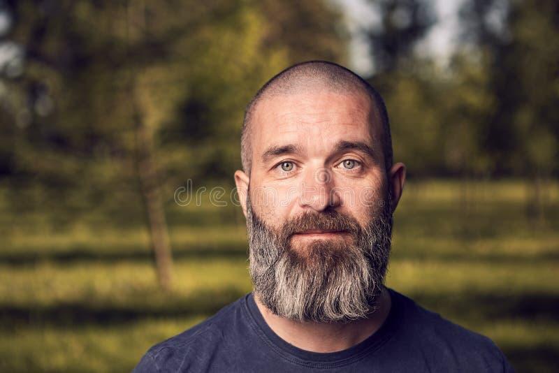 40岁画象人在公园 库存图片
