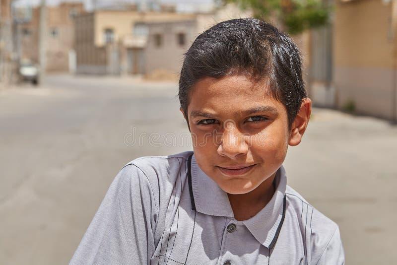 12岁的伊朗男孩为摄影师摆在 免版税库存图片