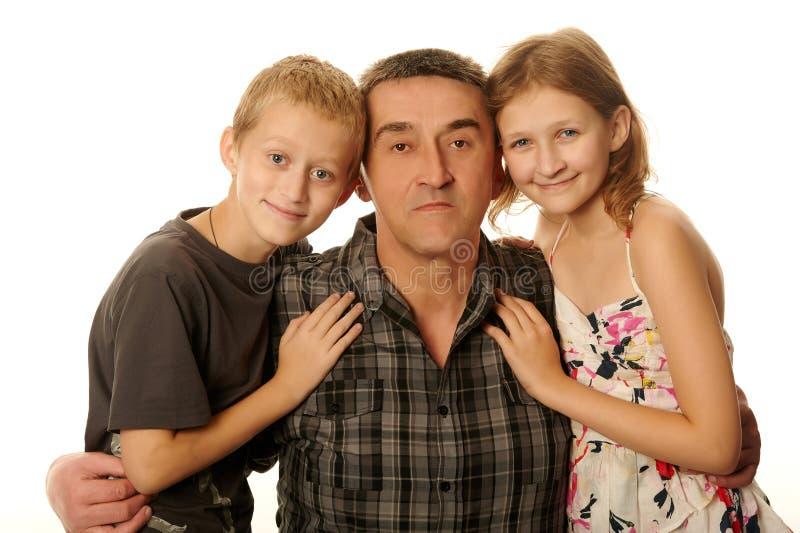 12岁的有女儿和十岁的儿子乐趣拥抱 库存照片