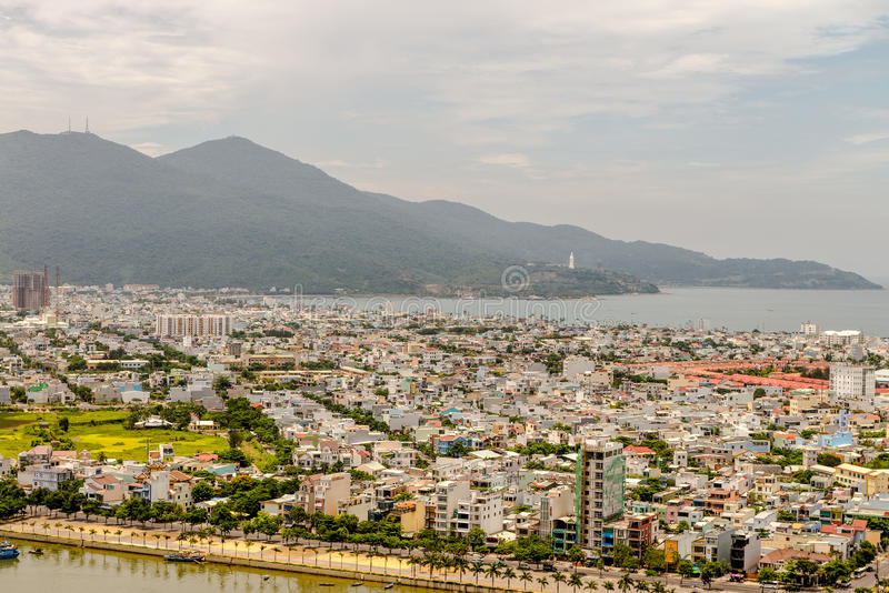 Download 岘港市市2015年5月商业区 库存照片. 图片 包括有 城市, 地平线, 户外, 著名, 拱道, 街市, 商业 - 72355906