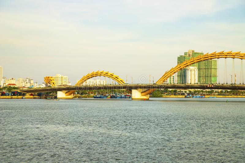 岘港,越南- 2019年6月23日:龙桥梁在岘港,越南 免版税图库摄影