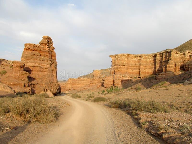 岩层在峡谷Charyn (Sharyn)国家公园 库存图片